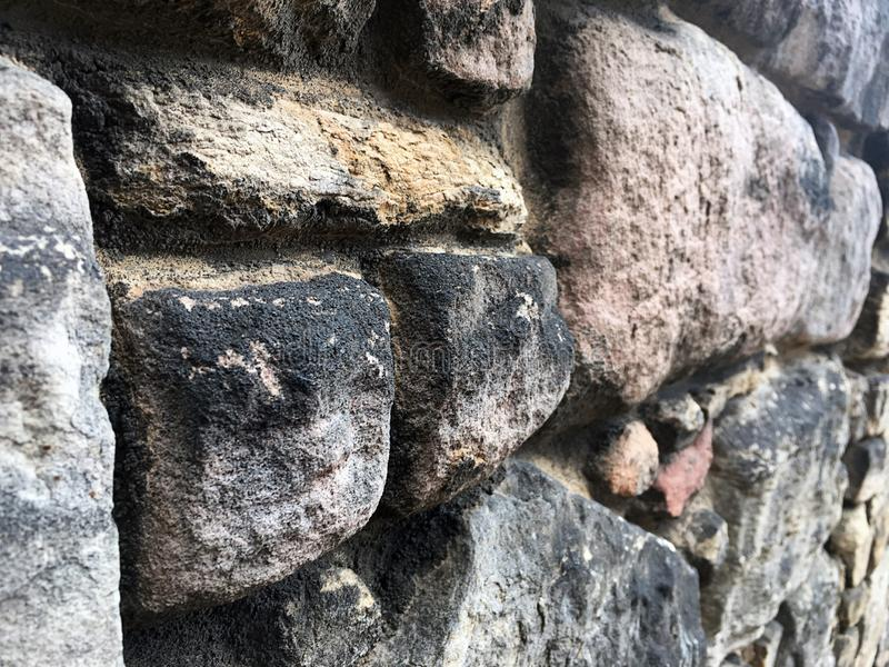 Parede de pedra da fortaleza histórica em Escócia imagens de stock royalty free
