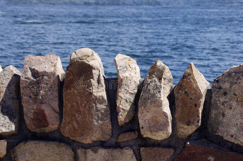 Parede de pedra da rocha fotos de stock royalty free