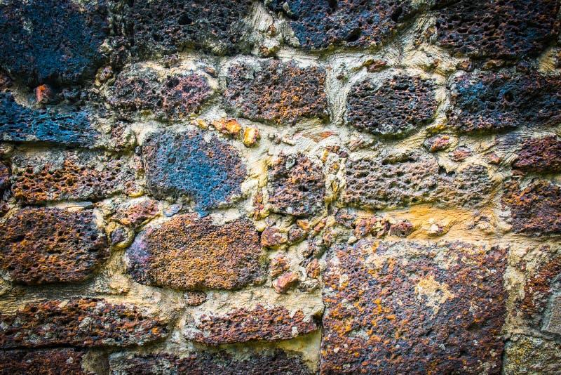 Parede de pedra do Laterite velho imagens de stock royalty free