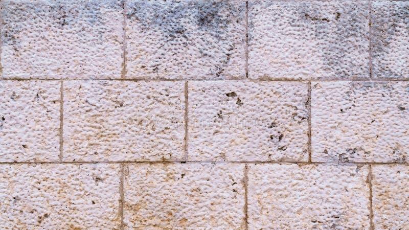 Parede de pedra marrom e cinzenta feito a mão fotografia de stock
