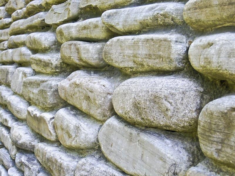Parede de pedra no prazo imagens de stock