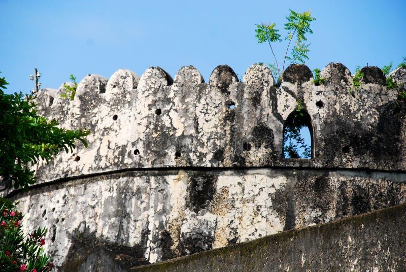 Parede de pedra no quarto velho, cidade de Zanzibar fotografia de stock