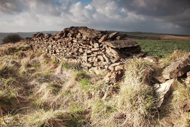 Parede de pedra seca Sunlit imagem de stock