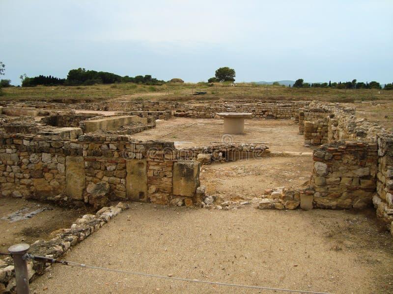 A parede de pedra velha arruina o assoalho danificado arquitetura de Brown da areia romano fotos de stock