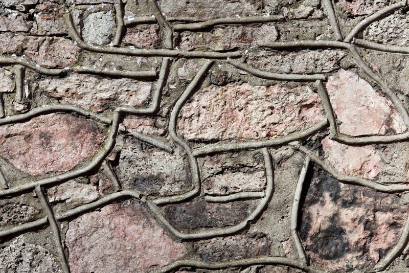 Parede de pedras grandes e de tijolos quebrados foto de stock royalty free