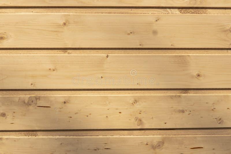 Parede de placas de madeira lustradas imagens de stock royalty free