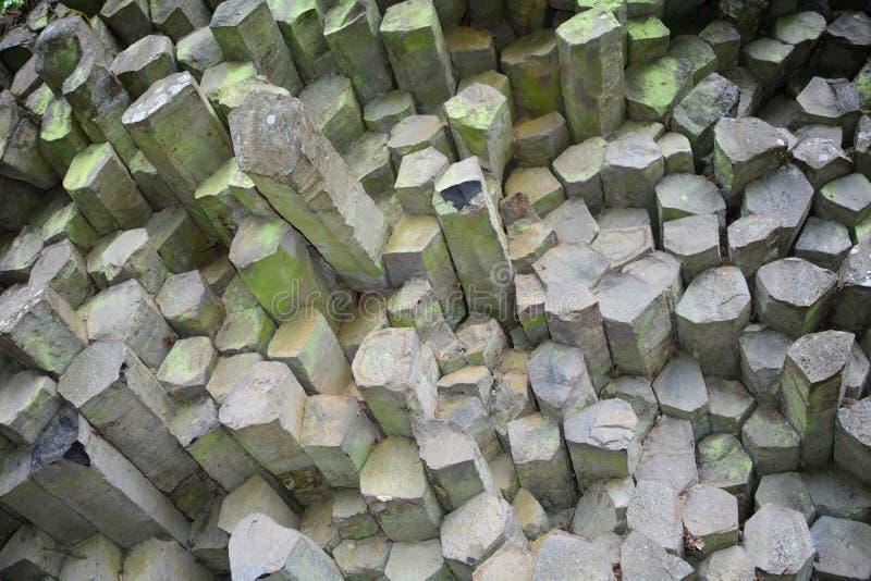 Parede de prisma - colunas do basalto no Rhön, Baviera, Alemanha imagens de stock
