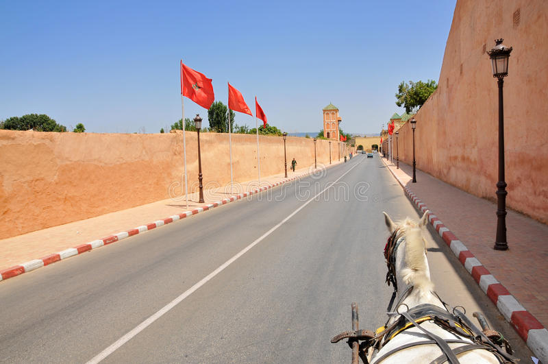A parede de Royal Palace em Meknes, Marrocos imagem de stock