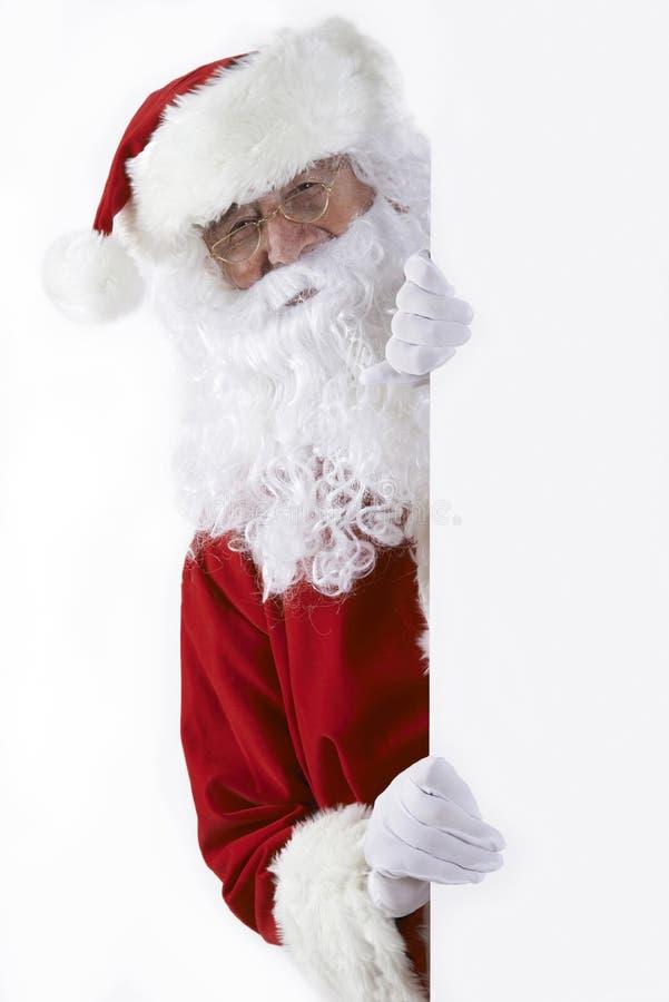 Parede de Santa Claus Looking Round Blank White fotografia de stock royalty free