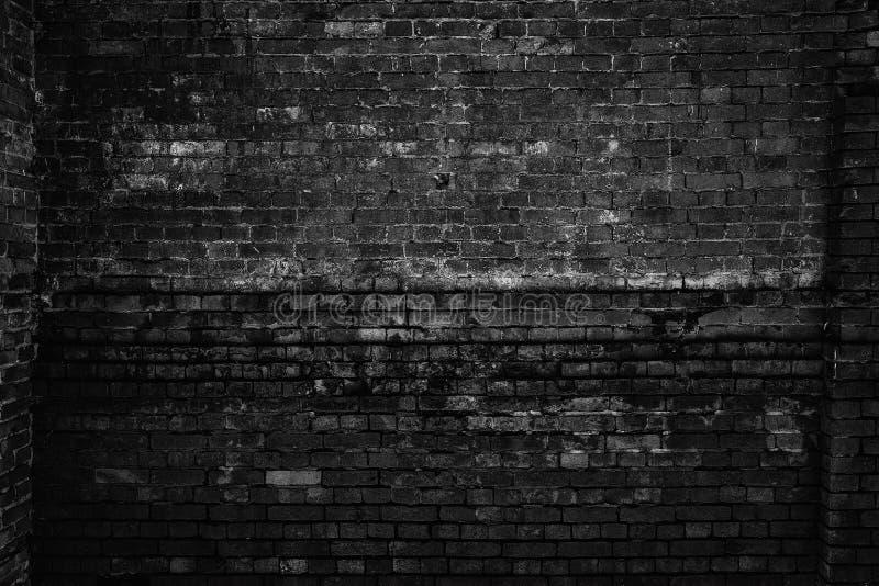 Parede de tijolo áspera, foto preto e branco Fundo do Grunge imagem de stock