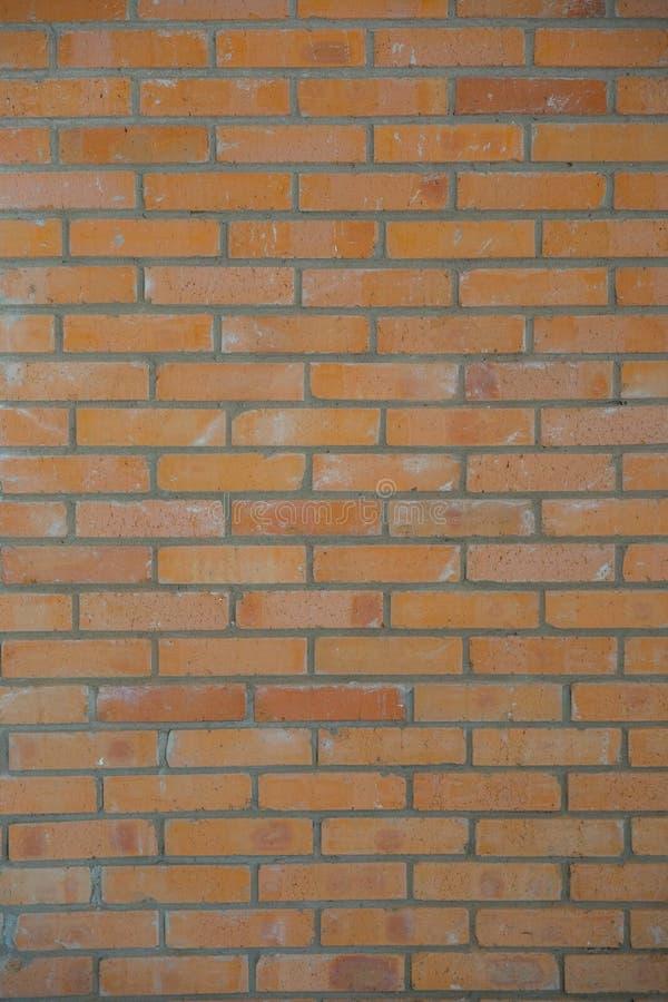Parede de tijolo alaranjada textura e fundo verticais imagem de stock royalty free