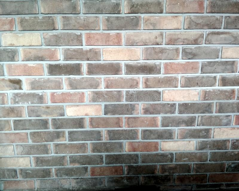 Parede de tijolo amarelo e vermelho suja velha e resistida como o fundo sem emenda da textura do teste padrão ilustração do vetor
