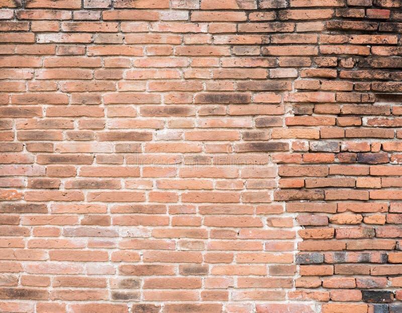 Parede de tijolo antiga com a mancha imagem de stock royalty free