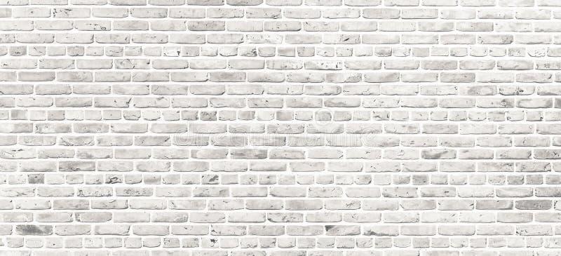 Parede de tijolo branca Parede de tijolo branca suja simples com claro - fundo cinzento da textura da superfície do teste padrão  fotografia de stock royalty free