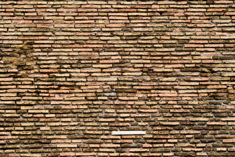 Parede de tijolo colorida velha fotos de stock royalty free