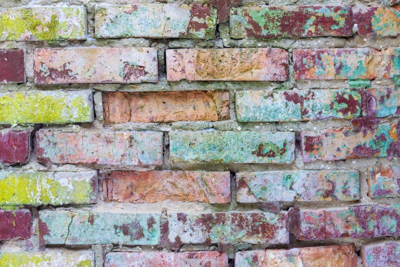 Parede de tijolo colorida velha do molde imagem de stock