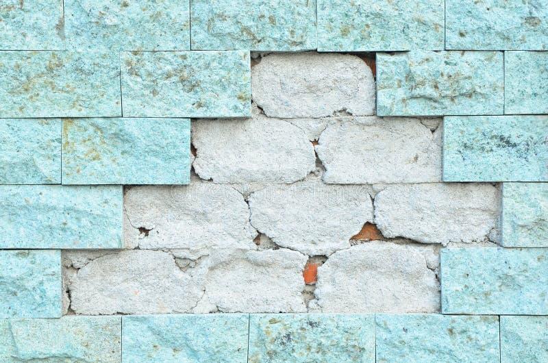 Parede de tijolo da quebra imagem de stock