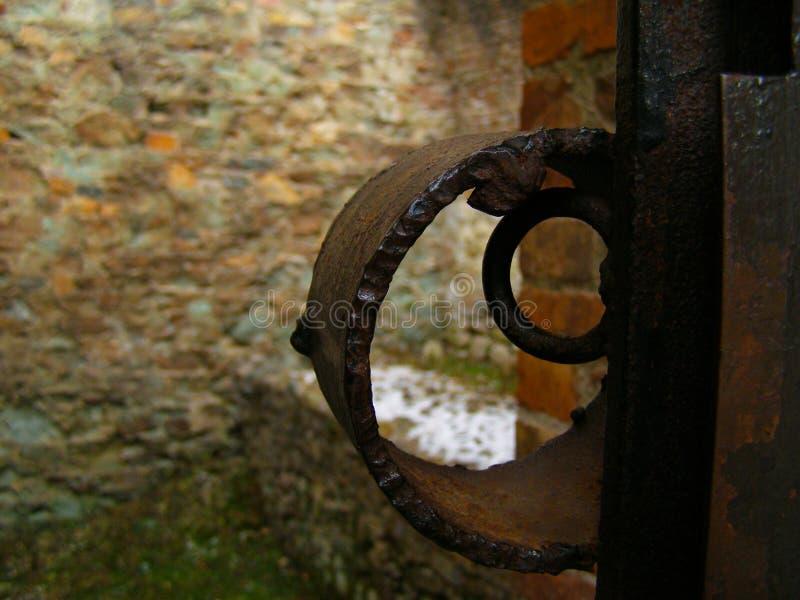 Parede de tijolo do fechamento do metal de Medival fotos de stock