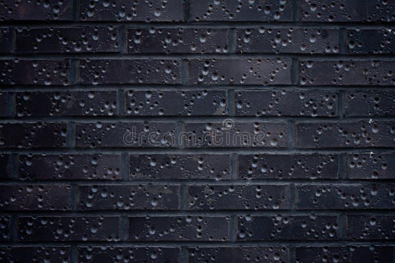 Parede de tijolo escura imagens de stock