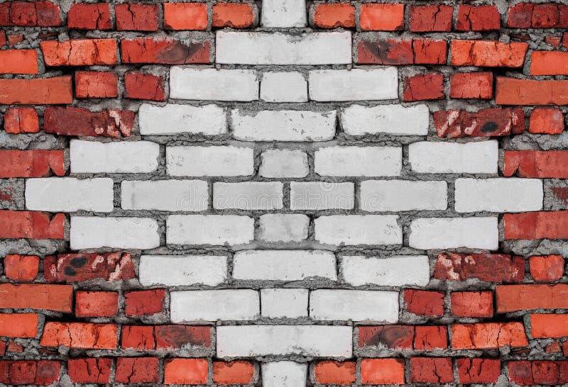 Parede de tijolo gasta velha vermelha e branca com fundo concreto da textura imagem de stock royalty free