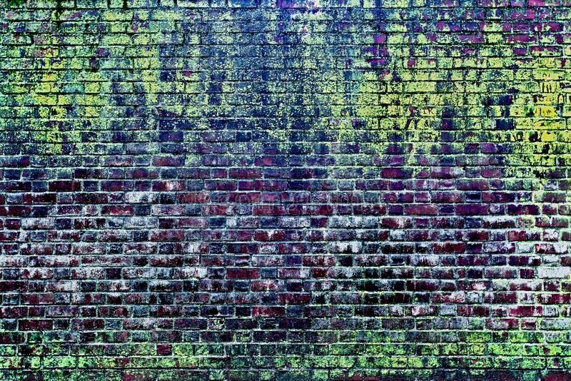 A parede de tijolo molhada vermelha velha imagens de stock royalty free
