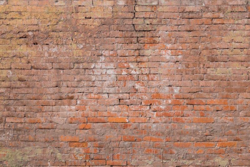Parede de tijolo muito velha da argila da cor vermelho-marrom imagem de stock royalty free