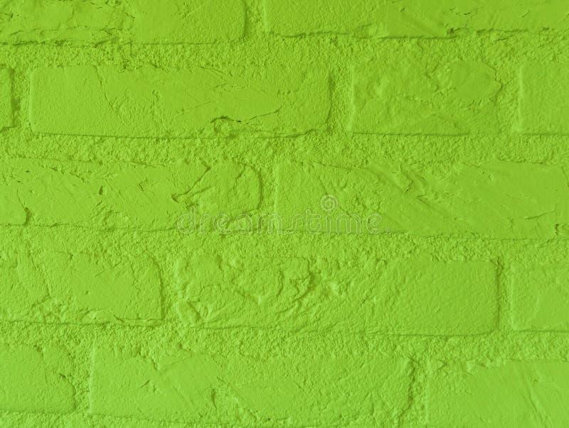 Parede de tijolo de pedra do verde-lima vibrante moderno com os tijolos grandes próximos acima do teste padrão do fundo do vintag foto de stock