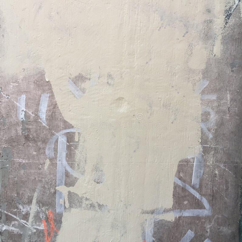 Parede de tijolo urbana suja rústica em branco e em cinzento imagem de stock