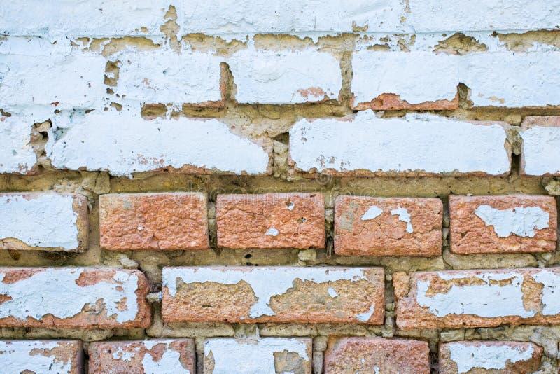 Parede de tijolo velha da casca azul com pintura, fim da textura do fundo acima foto de stock royalty free