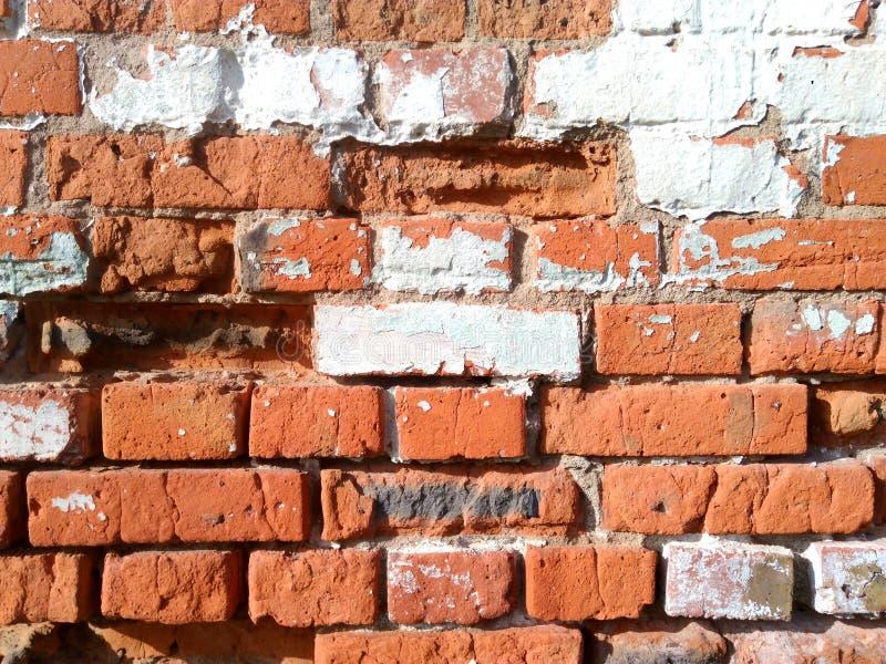 A parede de tijolo velha ? feita de tijolos vermelhos imagem de stock royalty free