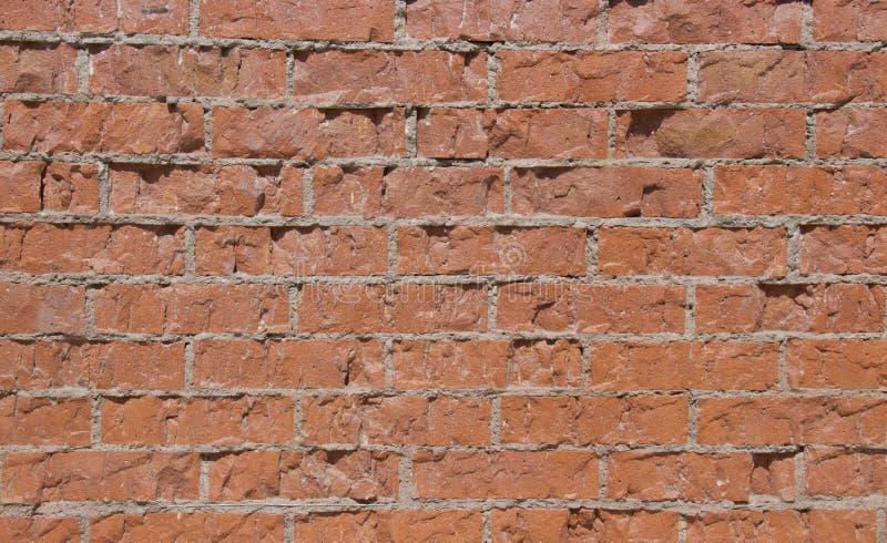 Parede de tijolo vermelho na luz do dia fotografia de stock royalty free