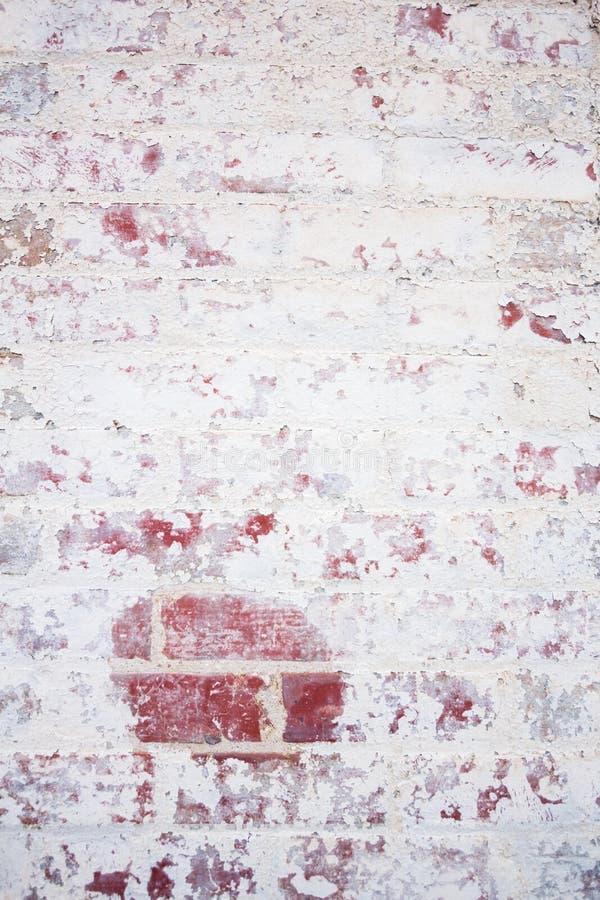 Parede de tijolo vermelho velha, pintada fotos de stock