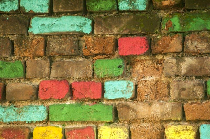 Parede de tijolos colorida velha imagem de stock royalty free