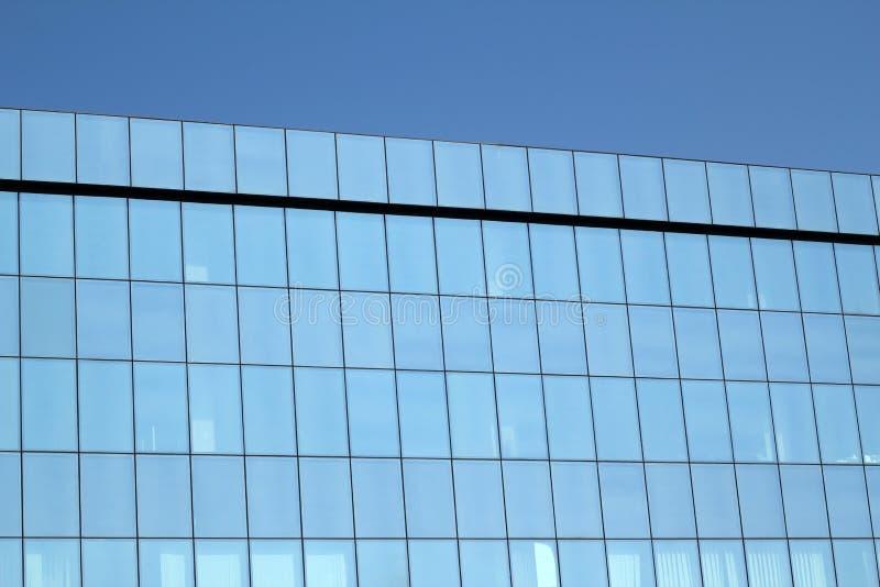 Parede de vidro azul elevada imagens de stock