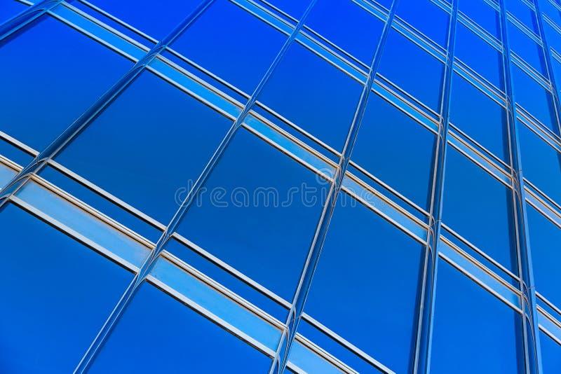 Parede de vidro azul moderna do arranha-céus fotos de stock