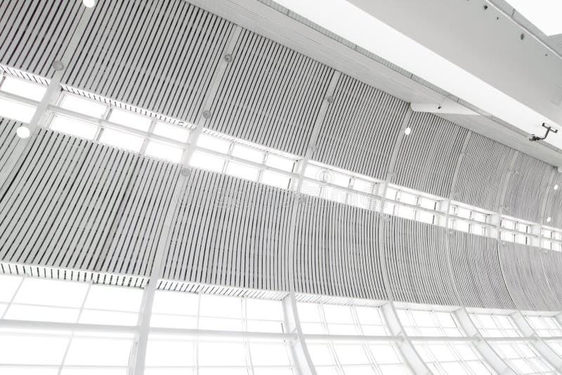 Parede de vidro interna de Hight com clarabóia fotografia de stock royalty free