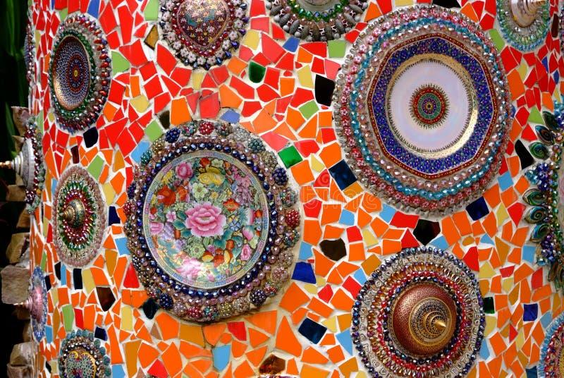 Parede decorada com vidro cerâmico colorido fotos de stock royalty free