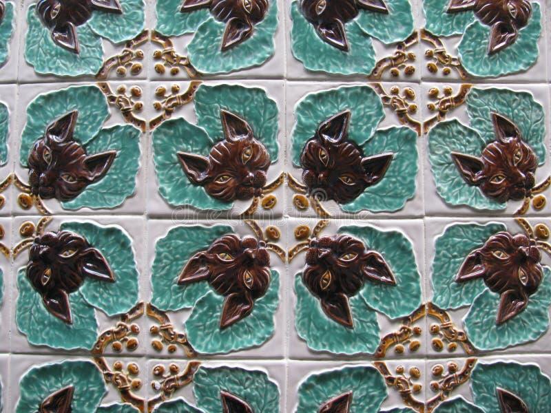 Parede do azulejo do gato de Art Nouveau imagens de stock royalty free