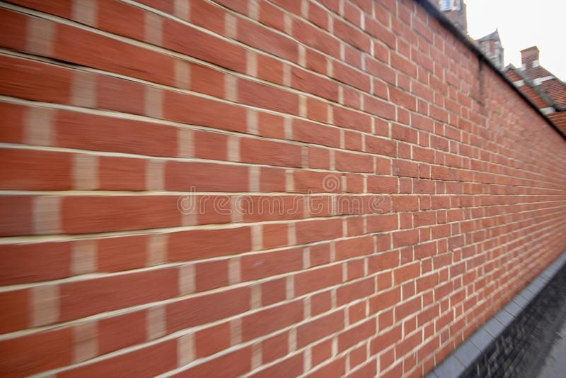 A parede do borrão do tijolo vermelho para o fundo fotos de stock