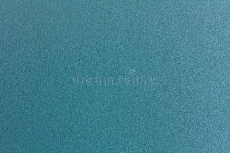 A parede do cimento é verde, que o faz que refresca imagens de stock
