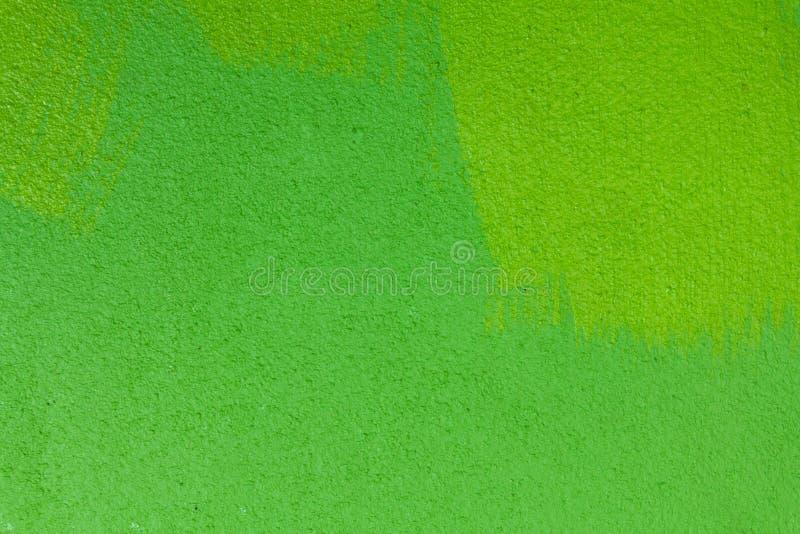 A parede do cimento é verde, que o faz que relaxa imagem de stock