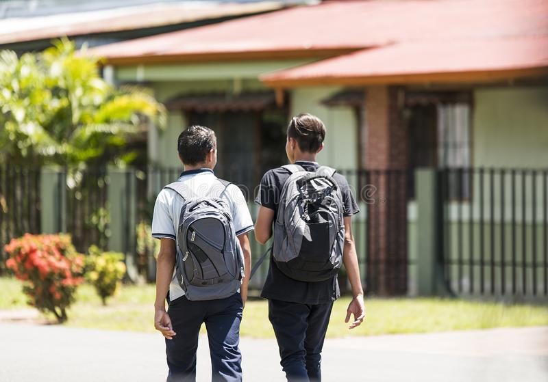 Parede do estudante de Costa Rica na rua e para ir educar imagens de stock royalty free