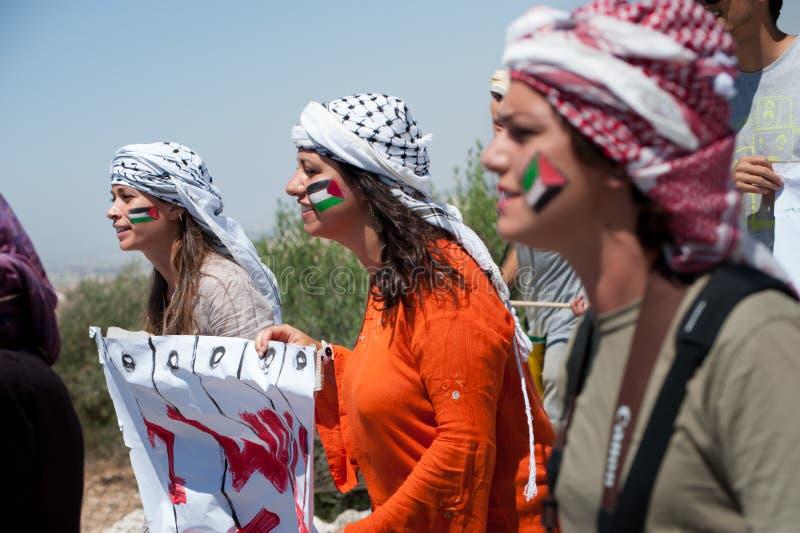 Parede do Israeli do protesto dos activistas foto de stock royalty free