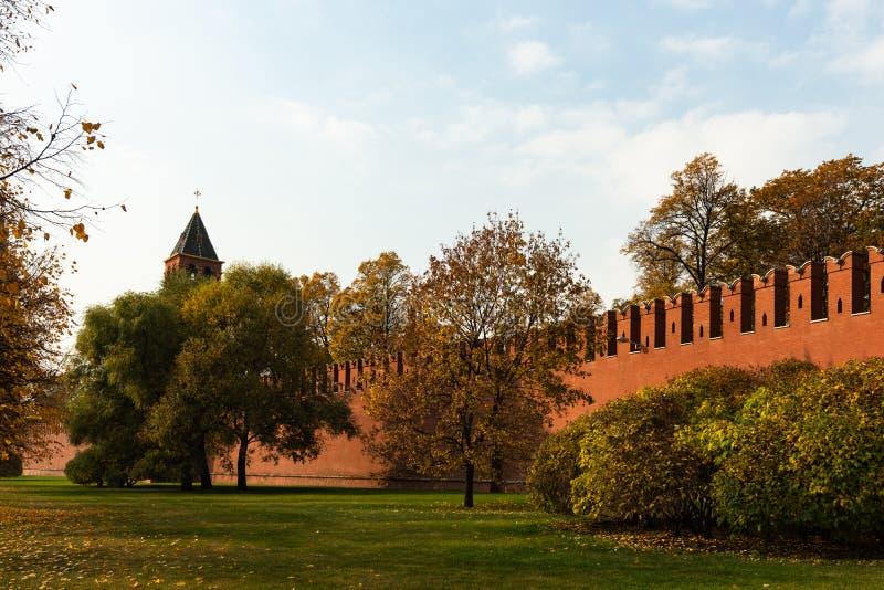 Parede do Kremlin de Moscou, torre do aviso foto de stock royalty free