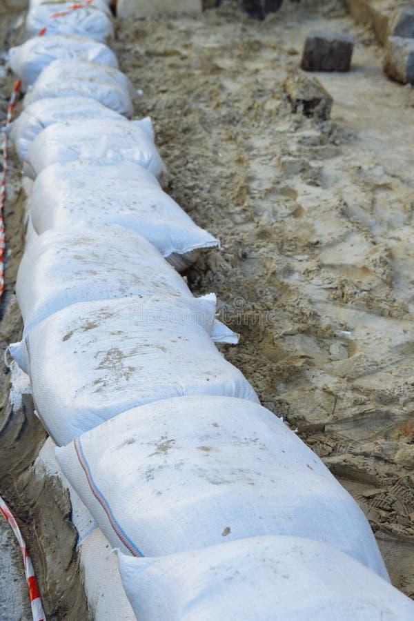 A parede dos sacos de areia parede dos sacos de areia, proteção, inundação imagens de stock royalty free
