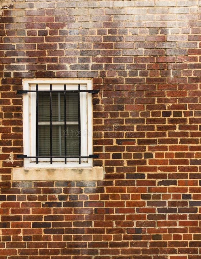 Parede e janela resistidas imagens de stock royalty free