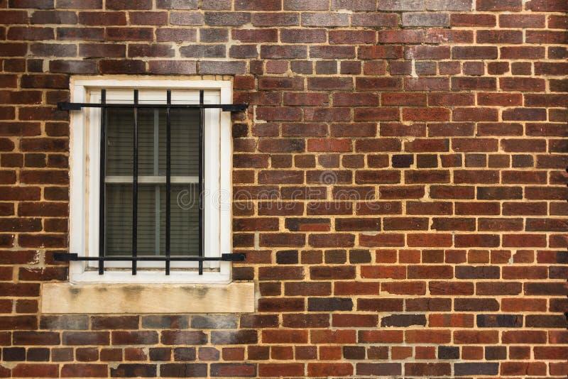 Parede e janela resistidas fotografia de stock