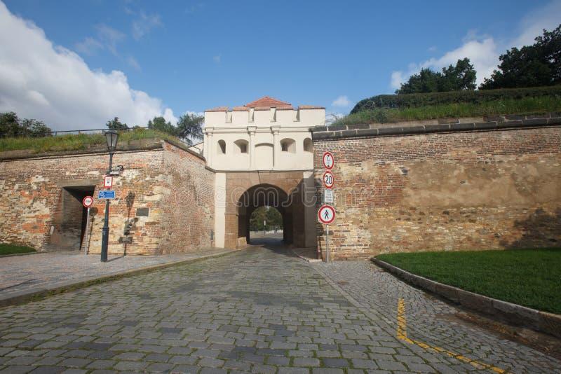 A parede e Tabor da fortaleza bloqueiam Taborska Brana, a entrada a imagens de stock royalty free
