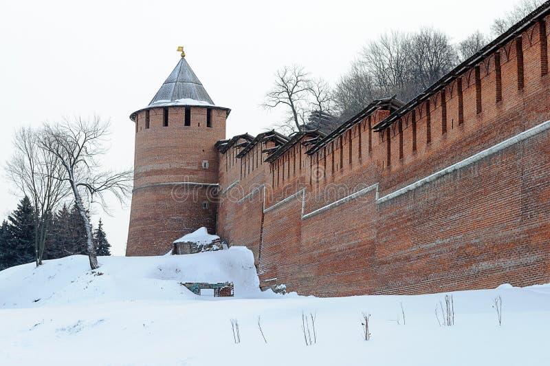 Parede e torre do Kremlin em Nizhny Novgorod, Rússia imagens de stock royalty free