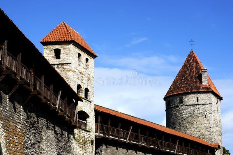 Parede e torres de Tallinn imagem de stock royalty free